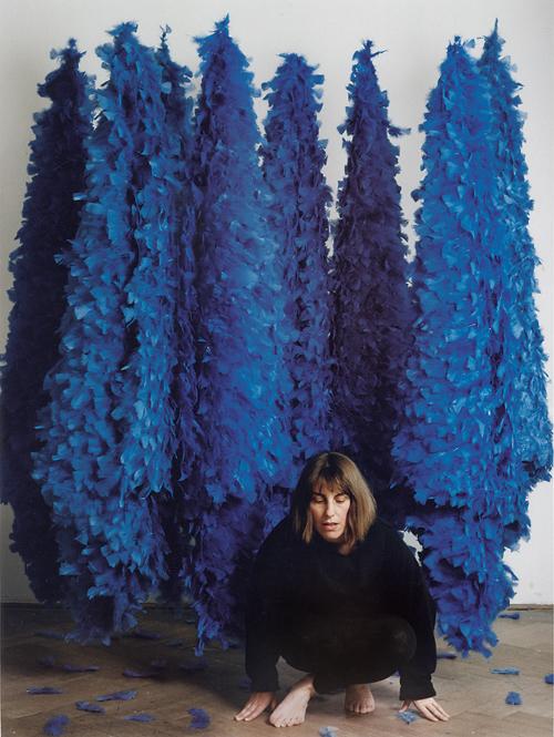 blaue Federobjekte - Dorothea Frigo